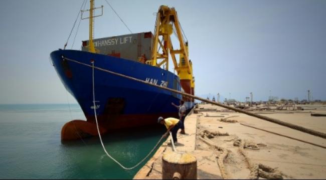 أول سفينة تجارية ترسو في ميناء عدن منذ 5 شهور
