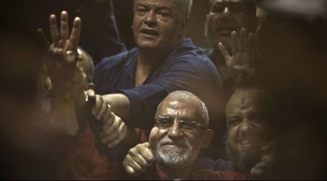 بورسعيد: السجن المؤبد لمحمد بديع و18 آخرين