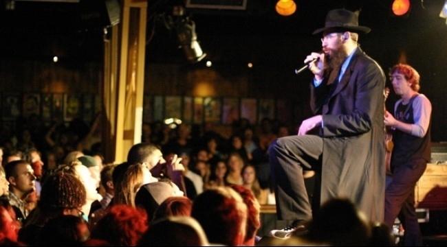 صيحات مناصرة للفلسطينيين في حفل لموسيقي يهودي