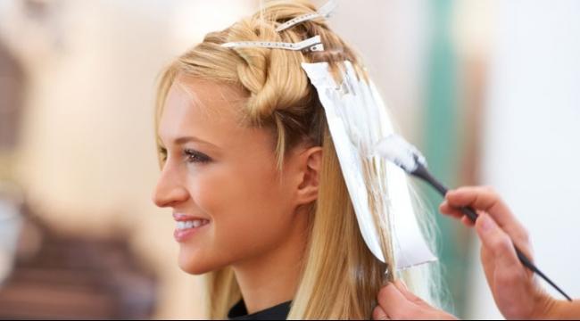 لمصففي الشعر: الاستخدام الصحي للقفازات قد ينقذ جلدكم