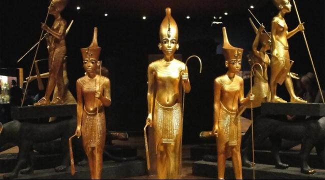 مصر تقاطع متحفا بريطانيا لبيعه تمثالا فرعونيا