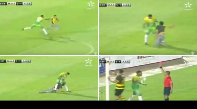 فيديو: طرد حارس مرمى مغربي لإخراجه مشجع اقتحم الملعب
