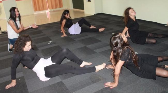 سما للرقص التعبيري: تناغم بين الإحساس والمسرح