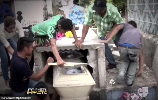 هندوراس: فتحوا قبرها فوجدوها حية ثم ماتت!