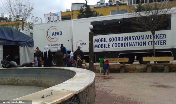 الأتراك يعقمون أيديهم والكمليك بطاقة تعريف اللاجئين وكلهم شام