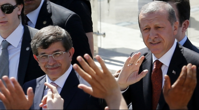 إردوغان يكلف داود أوغلو بتشكيل حكومة مؤقتة