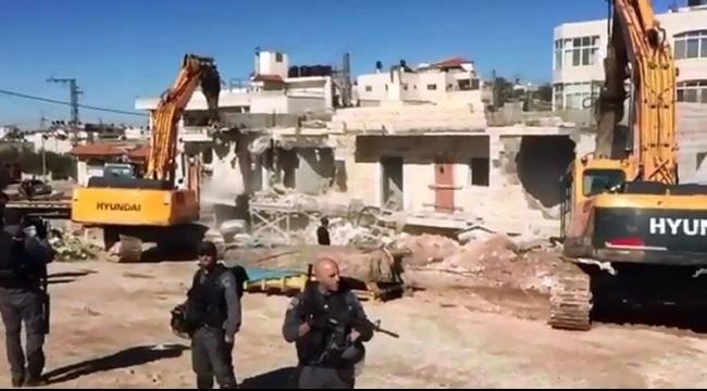 القدس: جرافات الاحتلال تهدم منزلين في سلوان