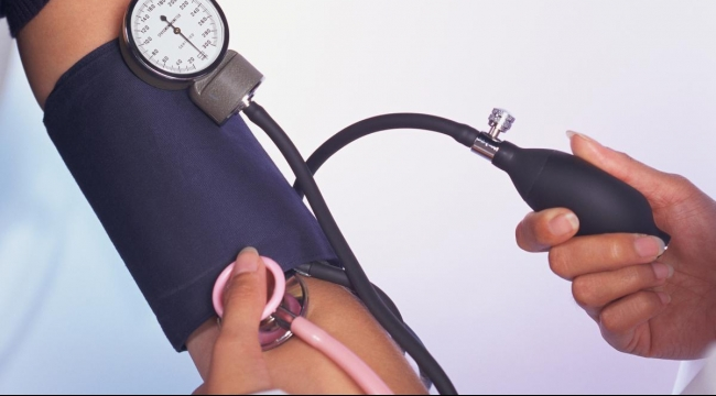 عدم الالتزام بأدوية ضغط الدم قد يزيد مخاطر الإصابة بالأزمات القلبية