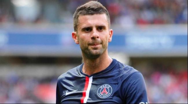 لاعب باريس سان جيرمان موتا يجدد عقده لموسم إضافي