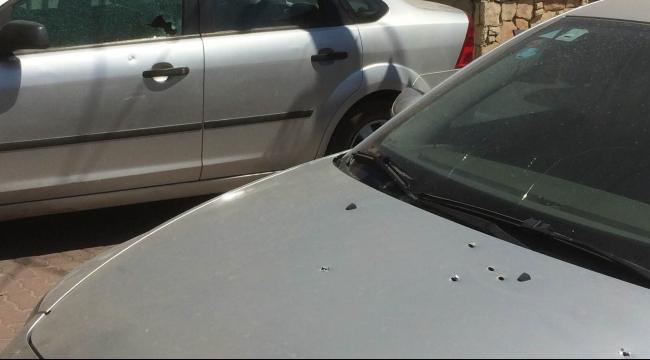 الفريديس: أضرار مادية لمركبات تعرضت لنيران كثيفة