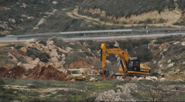 الاحتلال يغلق مداخل قلقيلية... ويستمر بالتجريف بمنطقة بيت لحم