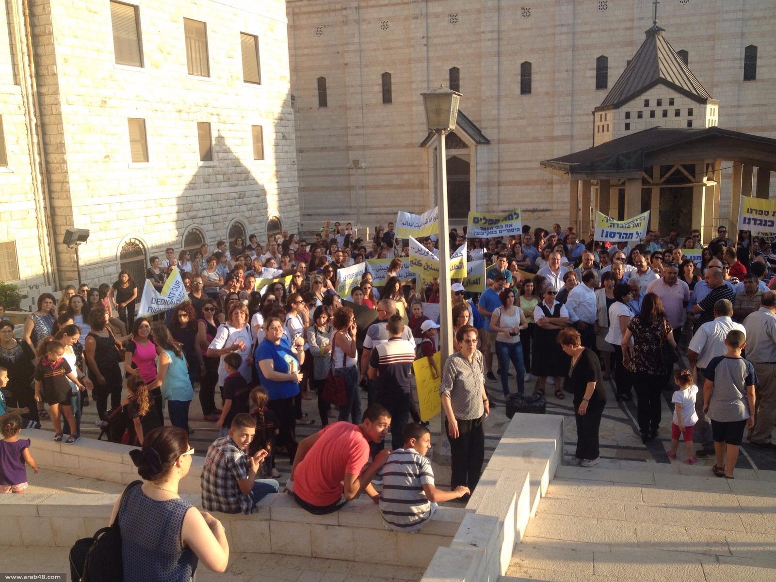 الناصرة: المئات يتظاهرون في ساحة كنيسة البشارة دعمًا للإضراب