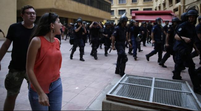 الأمن اللبناني يخرج الناشطين من مكاتب وزارة البيئة