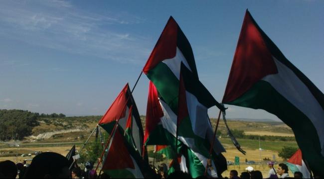 العلم الفلسطيني فوق مبنى الأمم المتحدة وإسرائيل تعترض