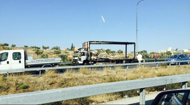 احتراق شاحنة قرب شفاعمرو يتسبب بأزمة سير