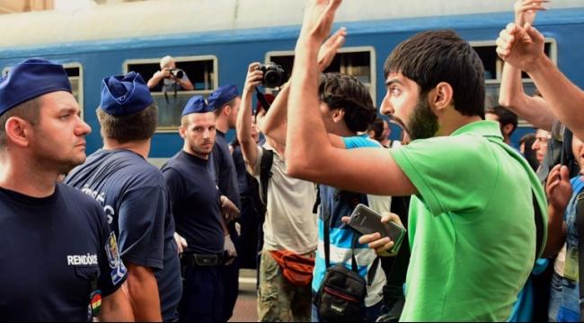 الشرطة الهنغارية توقف قطارا وتطلب من المهاجرين النزول منه