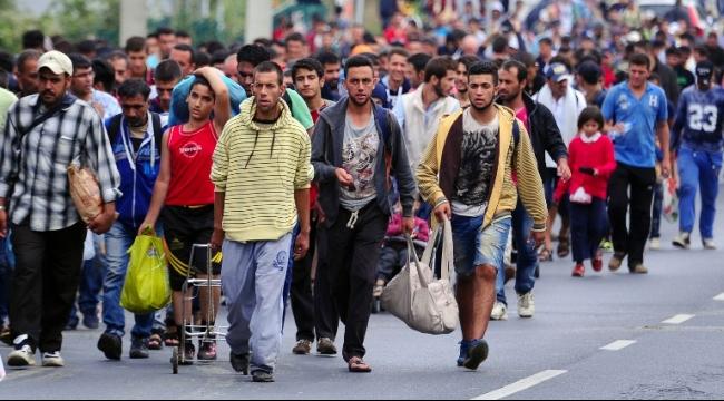 500 مهاجر يبدأون السير باتجاه النمسا... والعثور على جثة رضيع باليونان