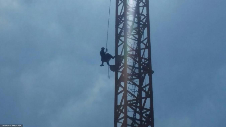 إصابة عامل إثر سقوطه من ارتفاع 65 مترا