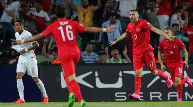 تركيا تقسو على هولندا بثلاثة أهداف دون رد