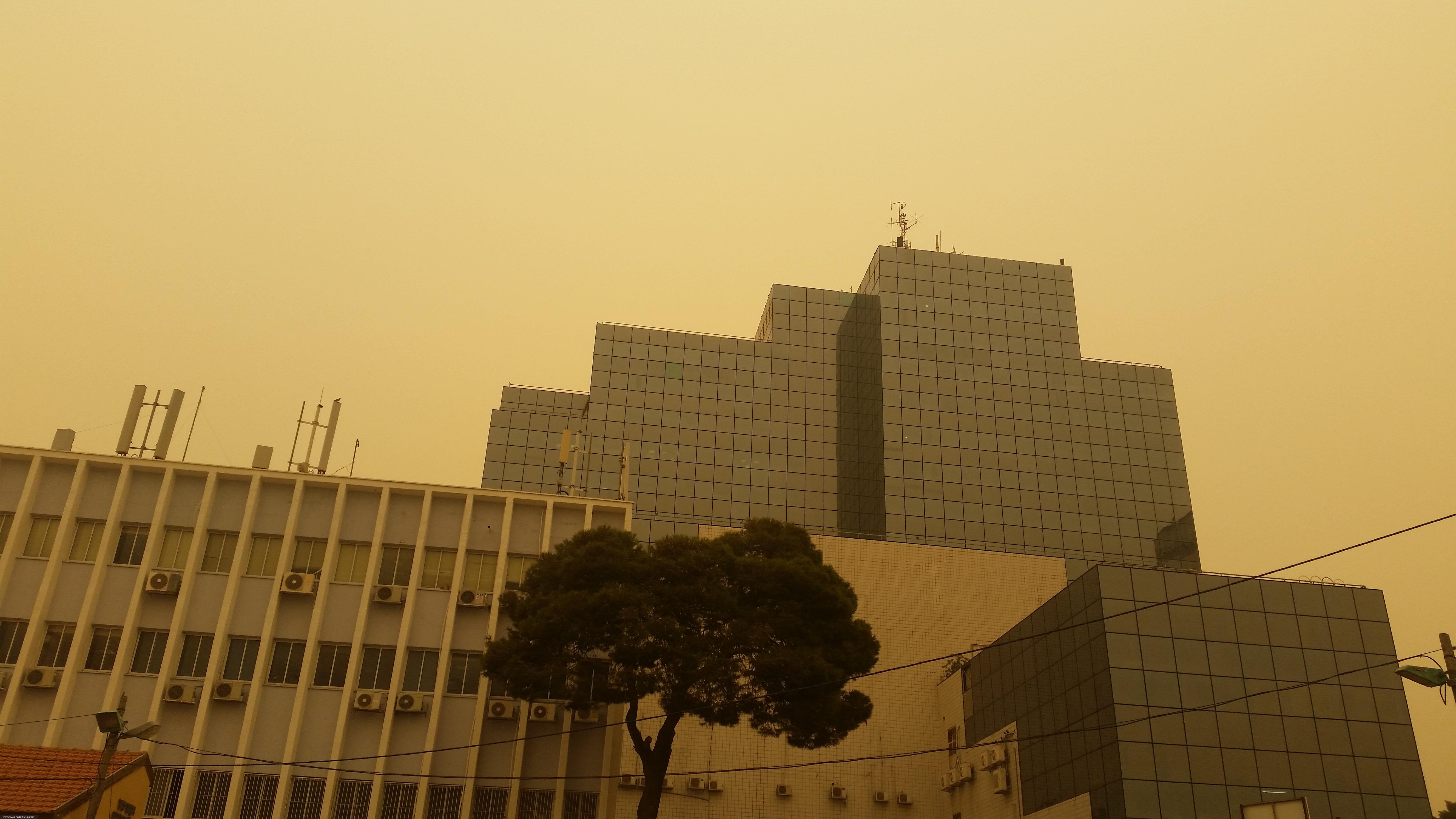 بالصور: الغبار يحجب مجال الرؤية