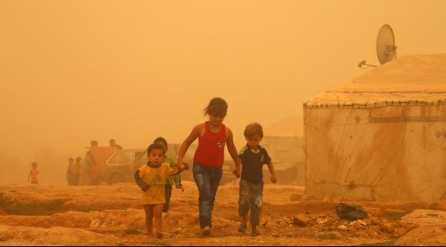 لبنان: وفيتان جراء العاصفة الرملية واللاجئون السوريون أكثر المتضررين