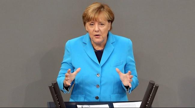 ميركل تقر بنيتها توطين المهجرين اللاجئين إلى ألمانيا