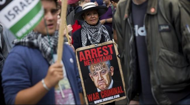 """تظاهرات احتجاجا على زيارة نتنياهو للندن: """"قاتل الأطفال"""""""