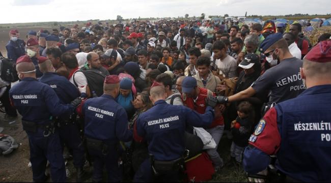 أستراليا تستقبل 12 ألف لاجئ وتوسع ضرباتها الجوية إلى سورية
