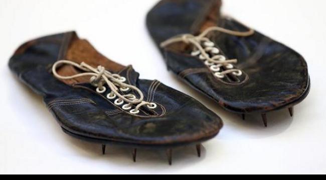 بيع حذاء عدّاء بريطاني في مزاد علني بقيمة 412 ألف دولار