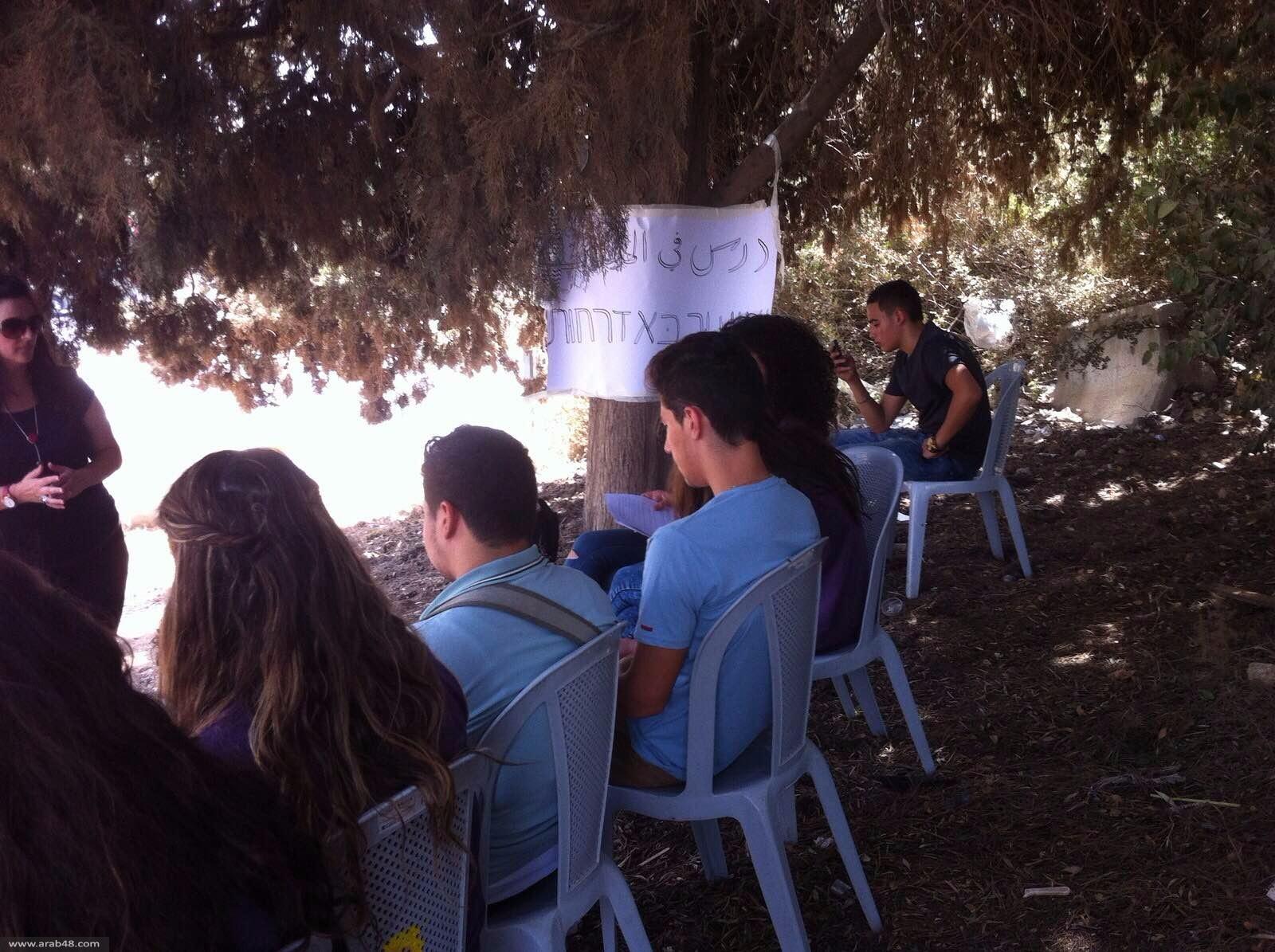 درس احتجاجي ثقافيّ في خيمة التضامن مع المدارس الأهلية بالناصرة