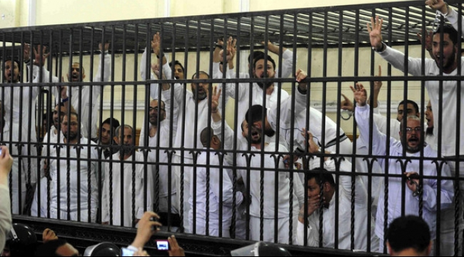مصر: محكمة تقضي بإعدام 8 من الإخوان المسلمين