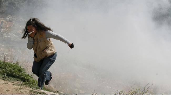 إصابة طفل بالرصاص الحي والعشرات بالاختناق في مسيرة كفر قدوم