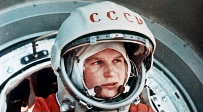 لندن: أول رائدة فضاء روسية تفتتح معرضا لمقتنيات نادرة