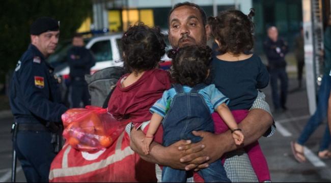 غرق طفلة سورية و13 مفقودا