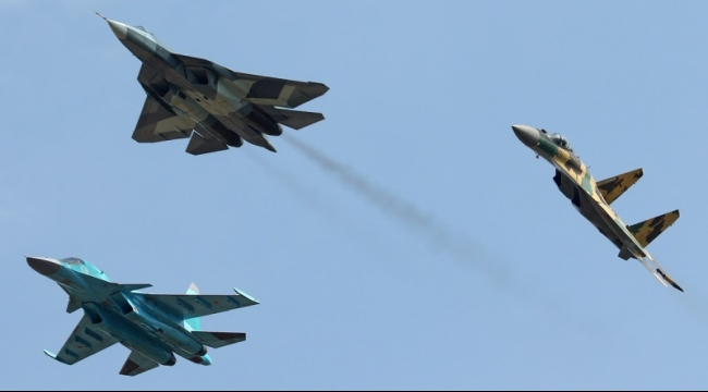4 مقاتلات روسية تصل إلى قاعدة سورية