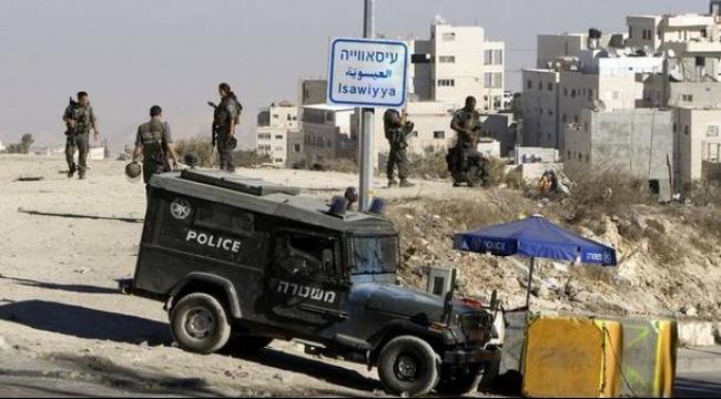 الاحتلال يغلق مداخل بلدتي العيساوية والرام في القدس