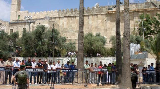 المستوطنون يقيمون حفلا غنائيًا في الحرم الإبراهيمي بالخليل
