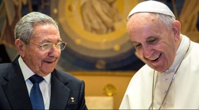 البابا تأثر بلقاء عائلة من اللاجئين السوريين في الفاتيكان