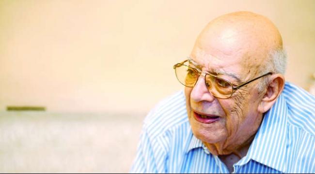 """وفاة مؤلف """"مدرسة المشاغبين"""" الكاتب علي سالم"""
