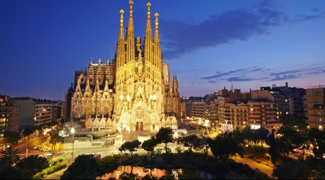 إسبانيا تسجل رقمًا قياسيًا في عدد السائحين