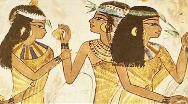 المرأة الفرعونية أظهرت جمالها ومفاتنها في الأعياد