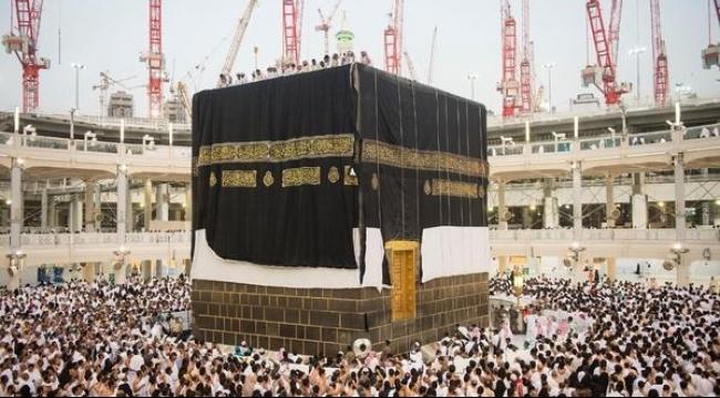 مكة: تغيير كسوة الكعبة فجر يوم عرفات