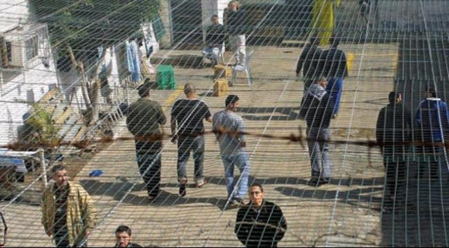 قراقع: الاحتلال يرفض نقل الأسرى المضربين إلى المستشفيات