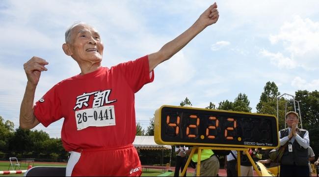 ياباني يبلغ 105 أعوام يحقق رقمًا قياسيًا في العدو