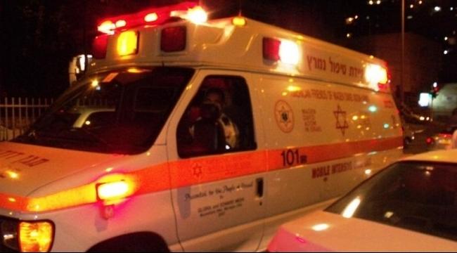النقب: إصابة بالغة لطفلة دهستها سيارة قادها والدها