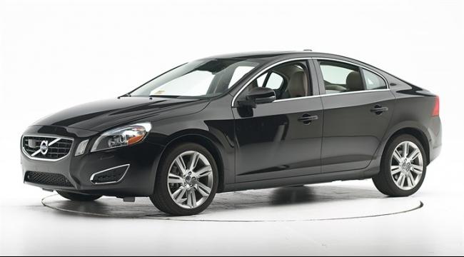 """مصنع """"فولفو"""" الجديد في أميركا ينتج سيارة """"إس- 60"""""""