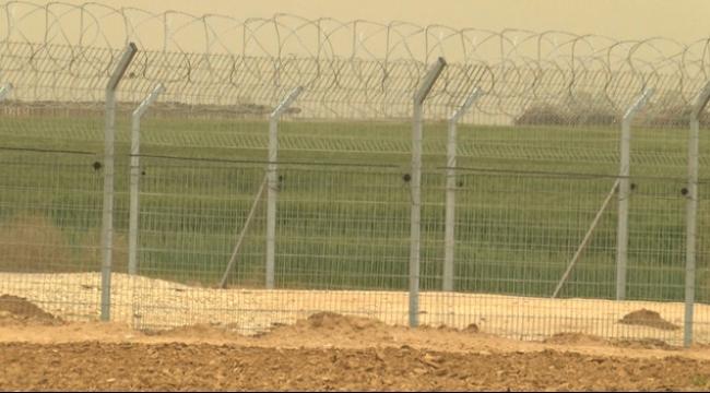 الاحتلال يعتقل 4 فلسطينيين عند الشريط الحدودي مع غزة