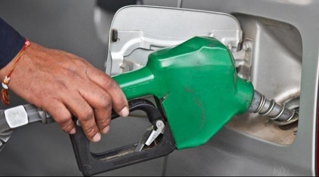 خفض أسعار الوقود فجر الخميس