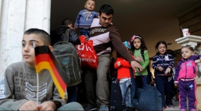ألمانيا تترجم مواد دستورها لمساعدة اللاجئين