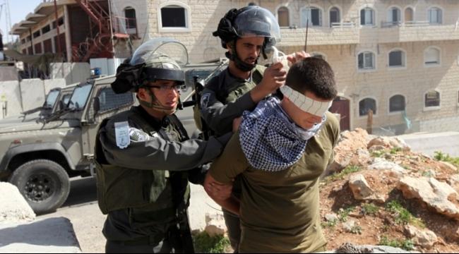 الاحتلال يعتقل 5 فتية فلسطينيين بادعاء إلقاء حجارة
